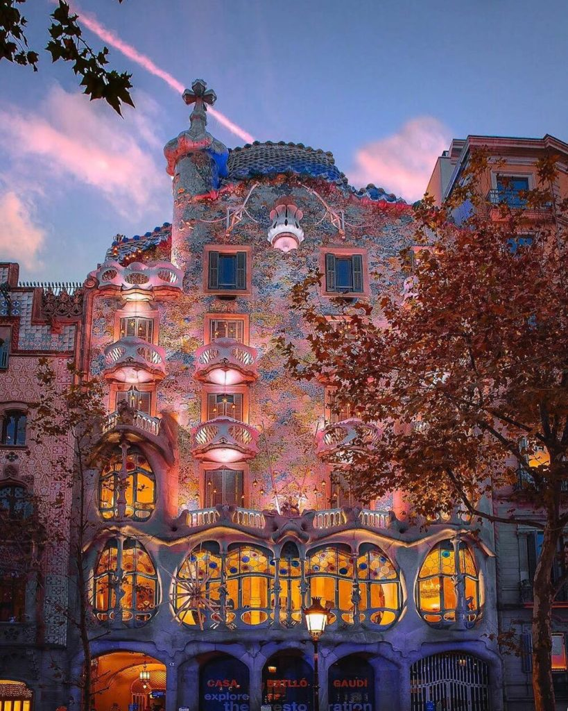 One of the prettiest buildings in Barcelona! Oh my Gaudi! Photography   @davide....