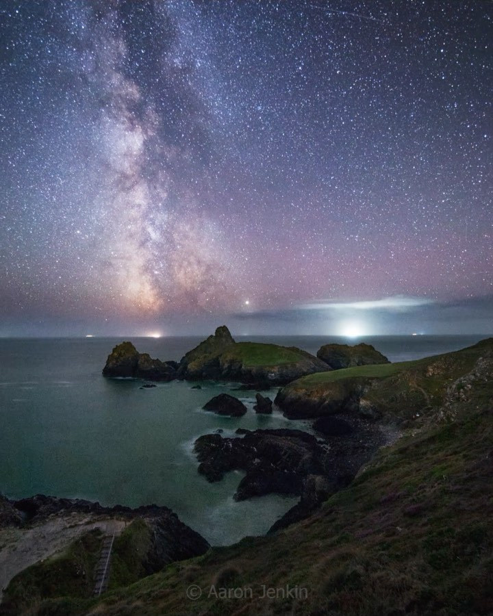 @aaronjenkin // Kynance Cove under the Milky Way  Such an incredible night spent...