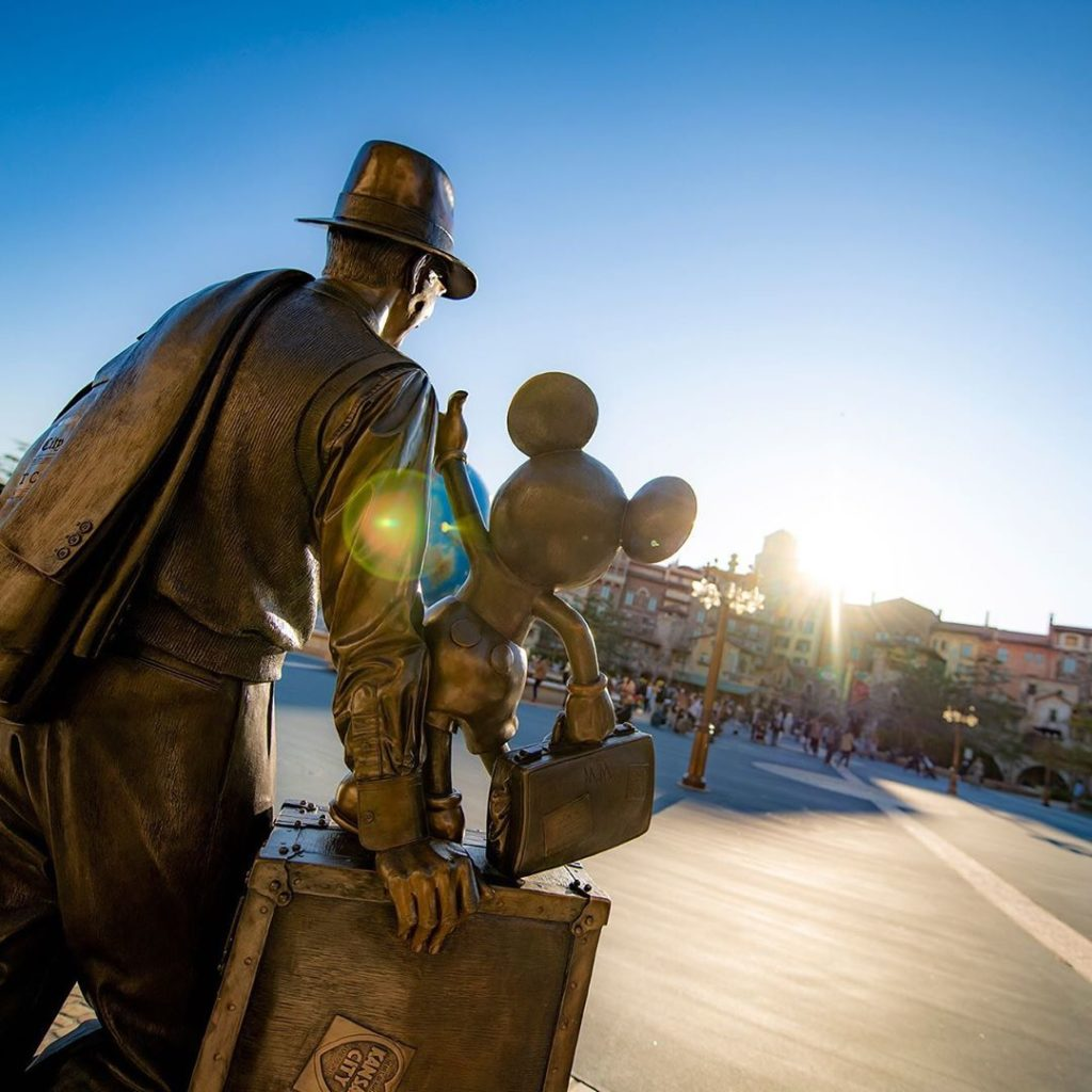 Filled with dreams and wishes. パートナーはいつでもそこに… #disneyseaaquasphere #tokyodisneys...