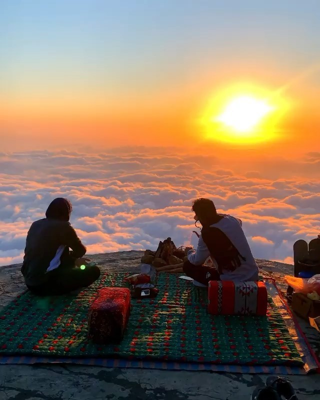 Sunrise tea above the clouds  Video | @3bood13121  Curated by @henry.nathan  #sa...