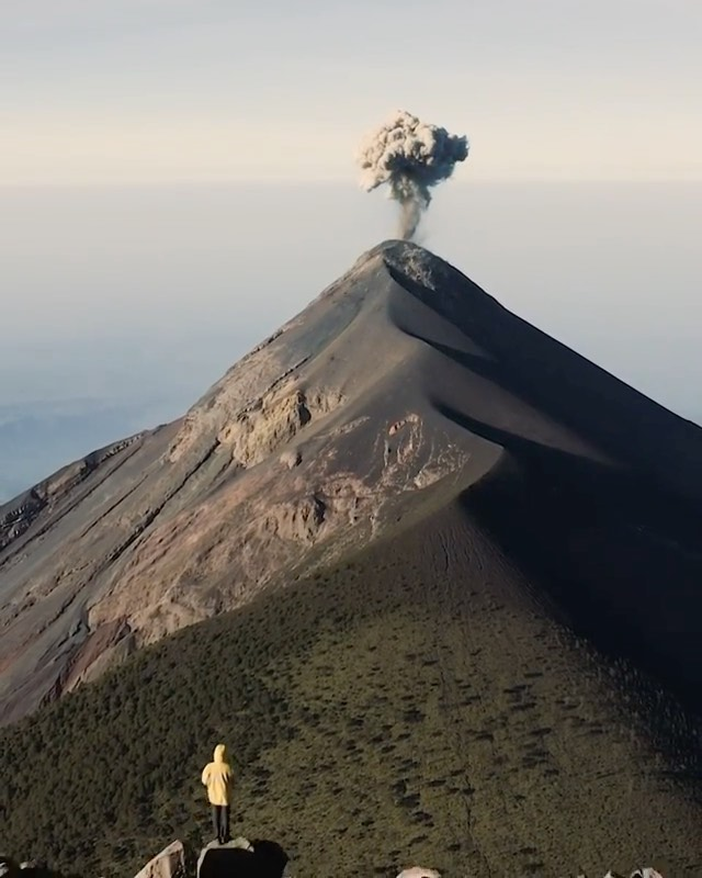 What a view to watch a volcano erupt!  Videography   @followmypath  Curated by @...
