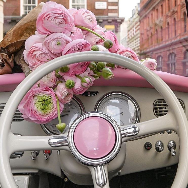 Fresh flowers, delivered to your feed by @lepinkfigaro Happy Mother's Day! #Moth...